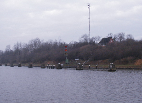 Stoplights along the Keil Canal The lights sorted the ships out by size • some ship combinations were too large to pass in some areas.