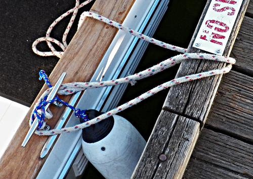 How-to-Tie-Your Boat-to-a-Bull-Rail–Part-2-Step-3