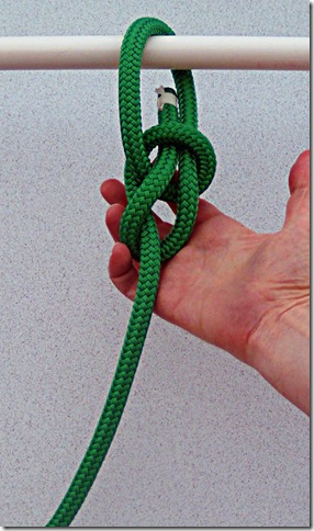 Spilled-Hitch-Bowline-Step-4