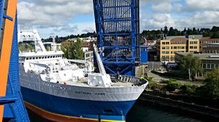 The Northern Hawk, Cod and Pollock Factory Trawler, passing the Fremont Bridge - not a lot of room Photo: Dave Chappell